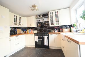 Stunning 4 Double Bedroom Property, ideal for Postgraduate/ Medical Students, Bournville, Birmingham